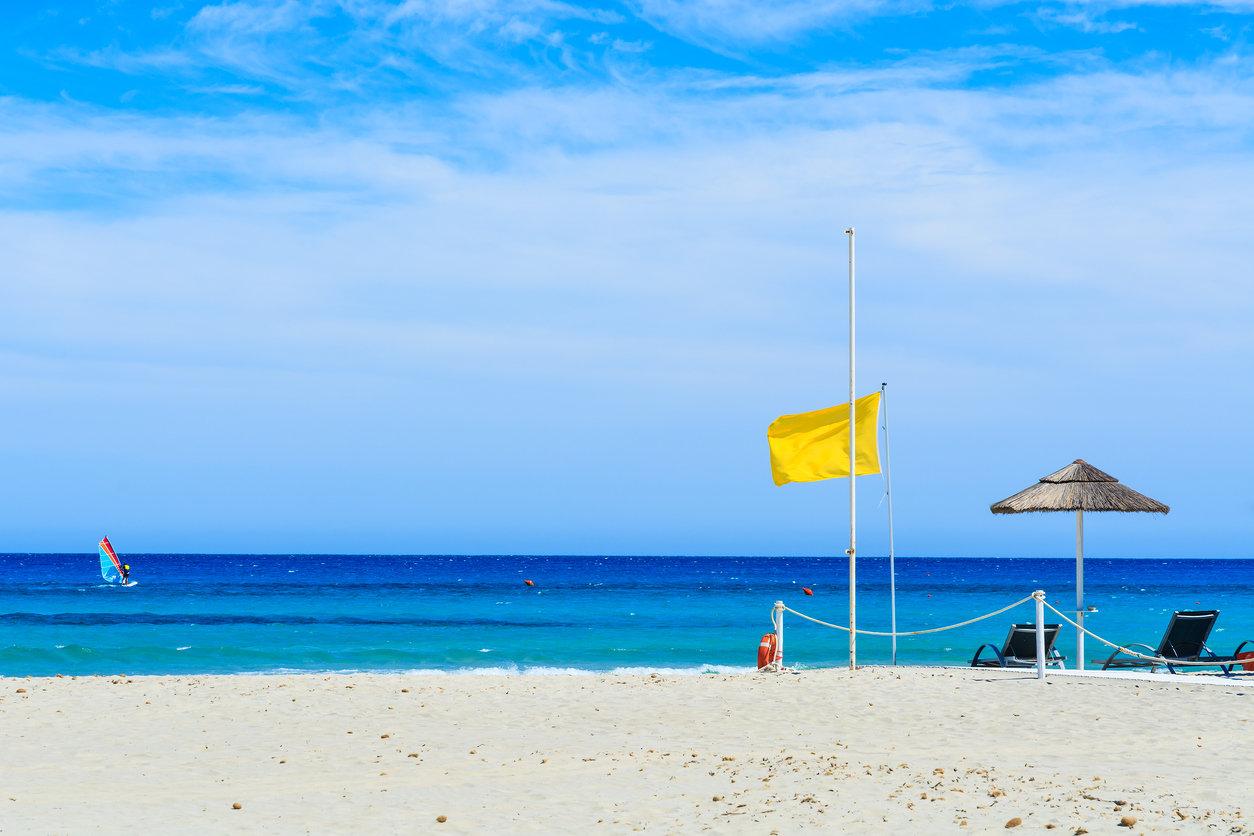 Vacances à la plage : que signifient les nouveaux drapeaux de baignade ?