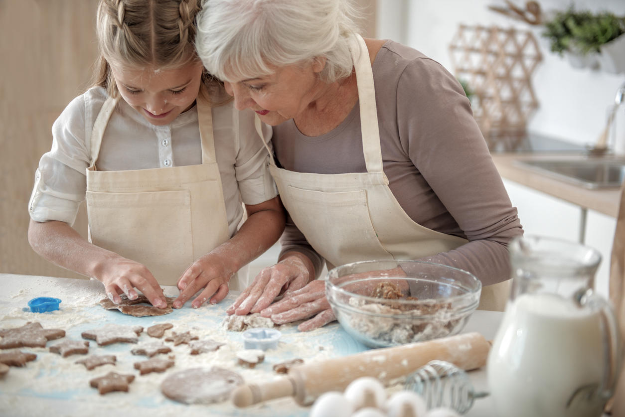 Pâte à sel, pâte à modeler maison… Les recettes faciles des jeux simples qui occupent bien les enfants