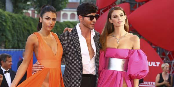 Mostra de Venise : 2 mannequins affolent le tapis rouge le frifri à l'air (photos)