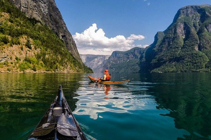 Explorez les fjords en kayak !
