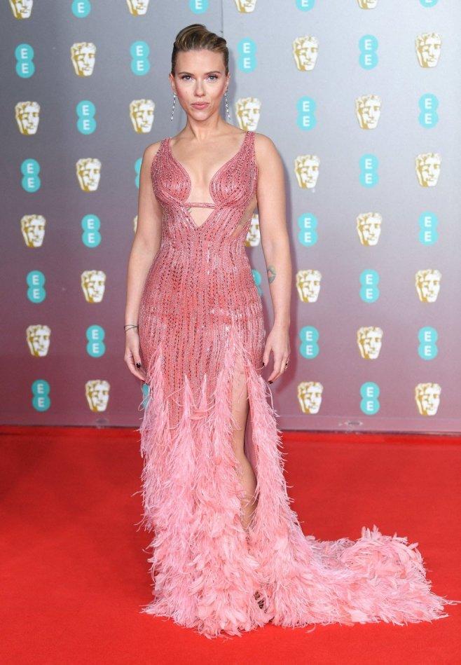 L Actrice Scarlett Johansson Dans Une Robe Rose Signee Versace Planet