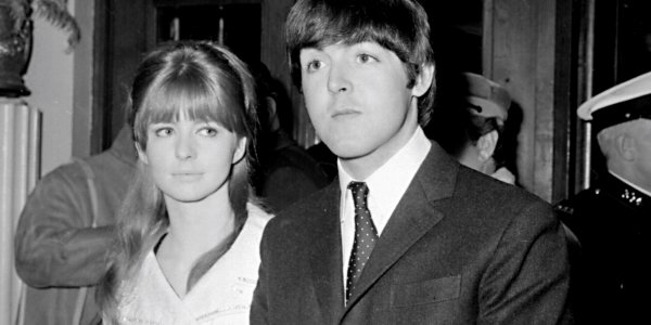 Paul McCartney : qui était Jane Asher, le premier amour du chanteur ?