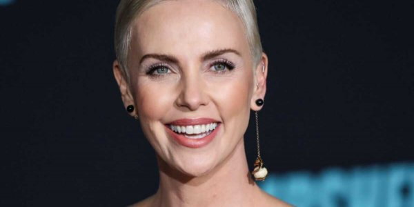 Charlize Theron : son terrible accident de maquillage amuse beaucoup ses fans ! (PHOTO)