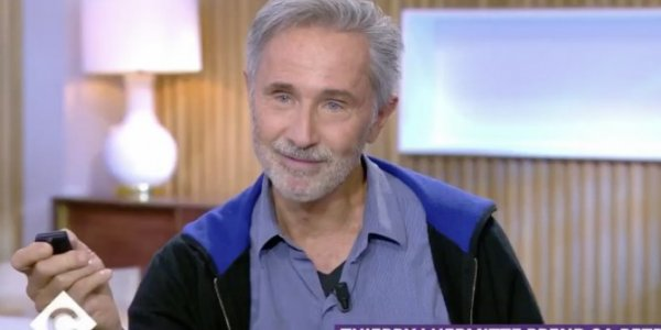 C à vous (France 5) : Thierry Lhermitte raconte son moment gênant face à Isabelle Huppert (VIDEO)