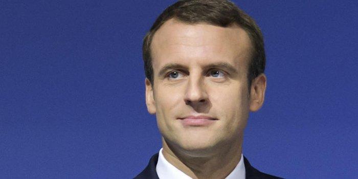 Ces Mysterieux Sms Qu Envoie Emmanuel Macron Tard Le Soir