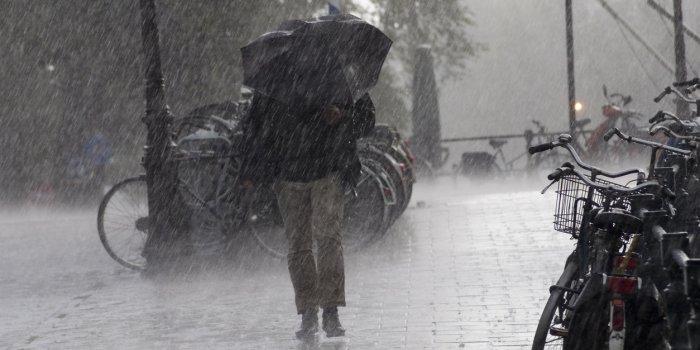 Tempête Dennis: environ 10.000 foyers privés d'électricité en Bretagne - images