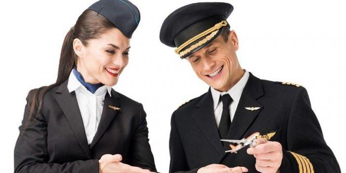 Les pilotes et les agents de bord se brancher